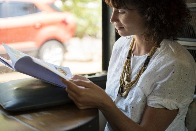 ¿Cómo influye la menopausia en la salud ocular de las mujeres?