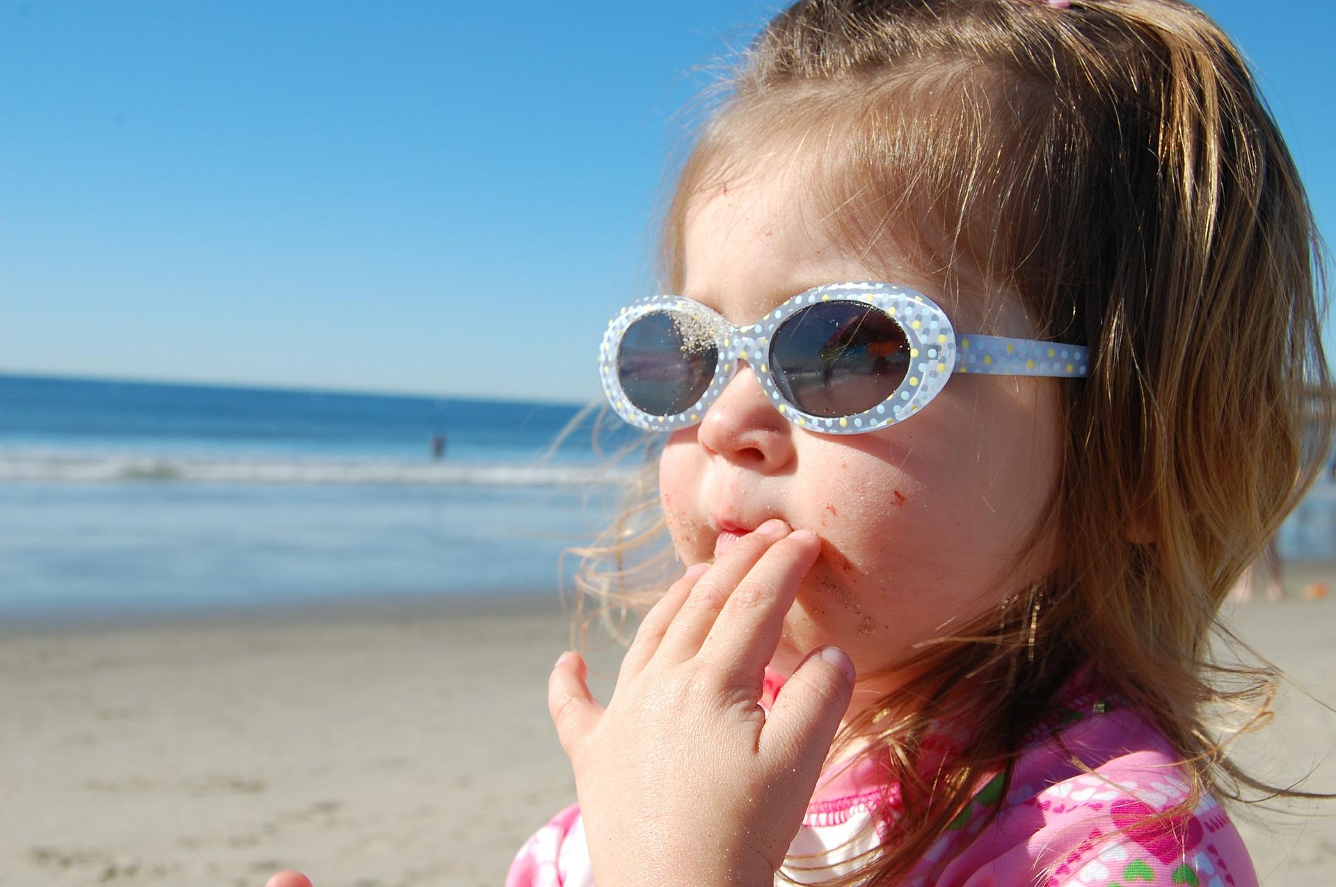 El cuidado de los ojos de los niños en verano
