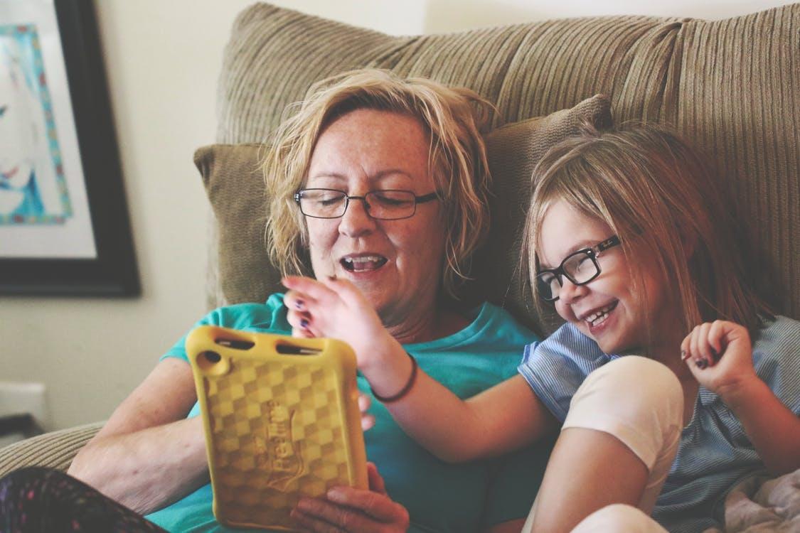 ¿Cómo conseguir que los niños acepten ponerse gafas?