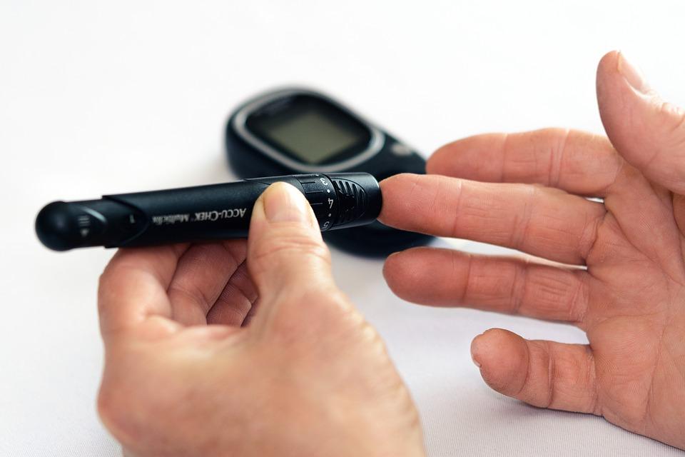 ¿Cómo afecta la diabetes a los ojos y cuál es su tratamiento?