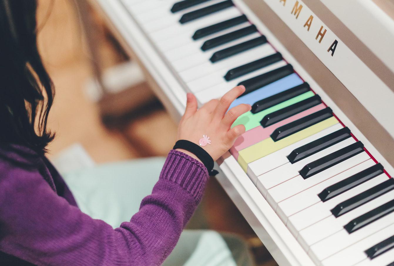 Ver los sonidos o escuchar los colores: así es la sinestesia