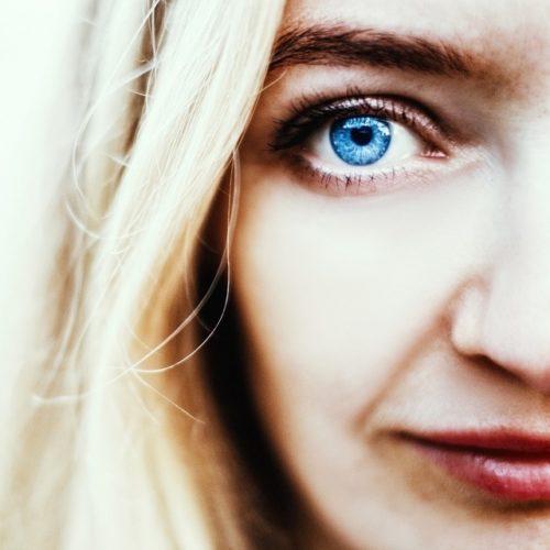 woman-blue-eye-640